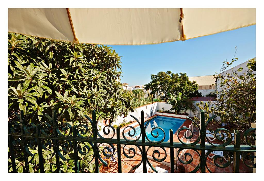 Vista de la piscina de Hostal La Posada o alrededores