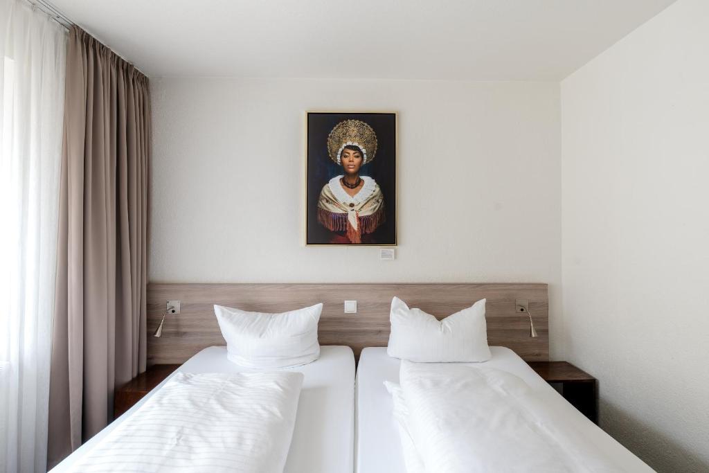 Ein Bett oder Betten in einem Zimmer der Unterkunft Hotel Schwarzwälder Hof