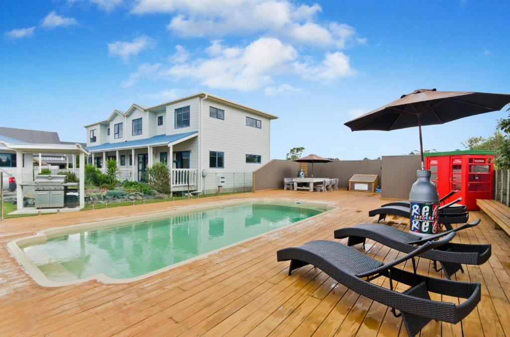 Swimming pool sa o malapit sa Matakana Motel