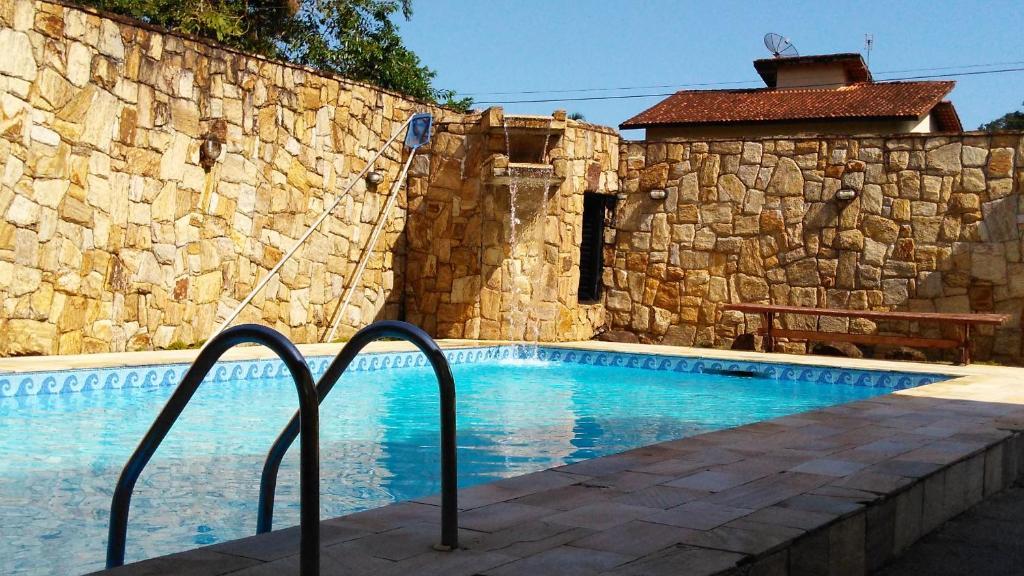 A piscina localizada em Ipê Suites Juquehy ou nos arredores