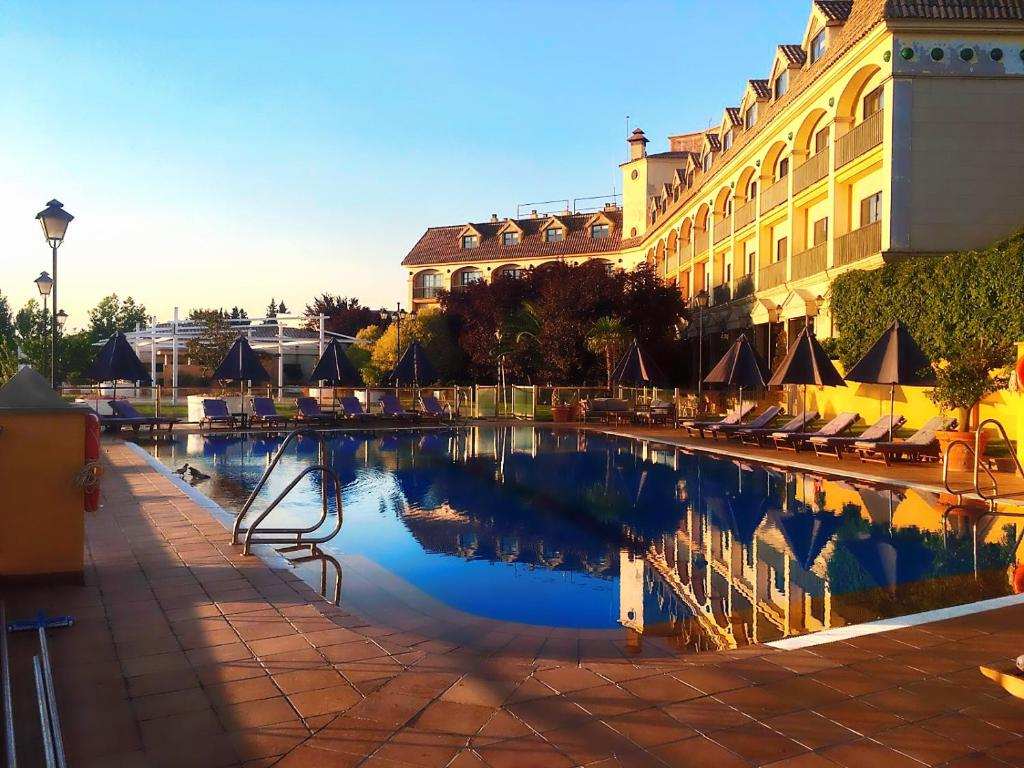 The swimming pool at or near RL Ciudad de Úbeda