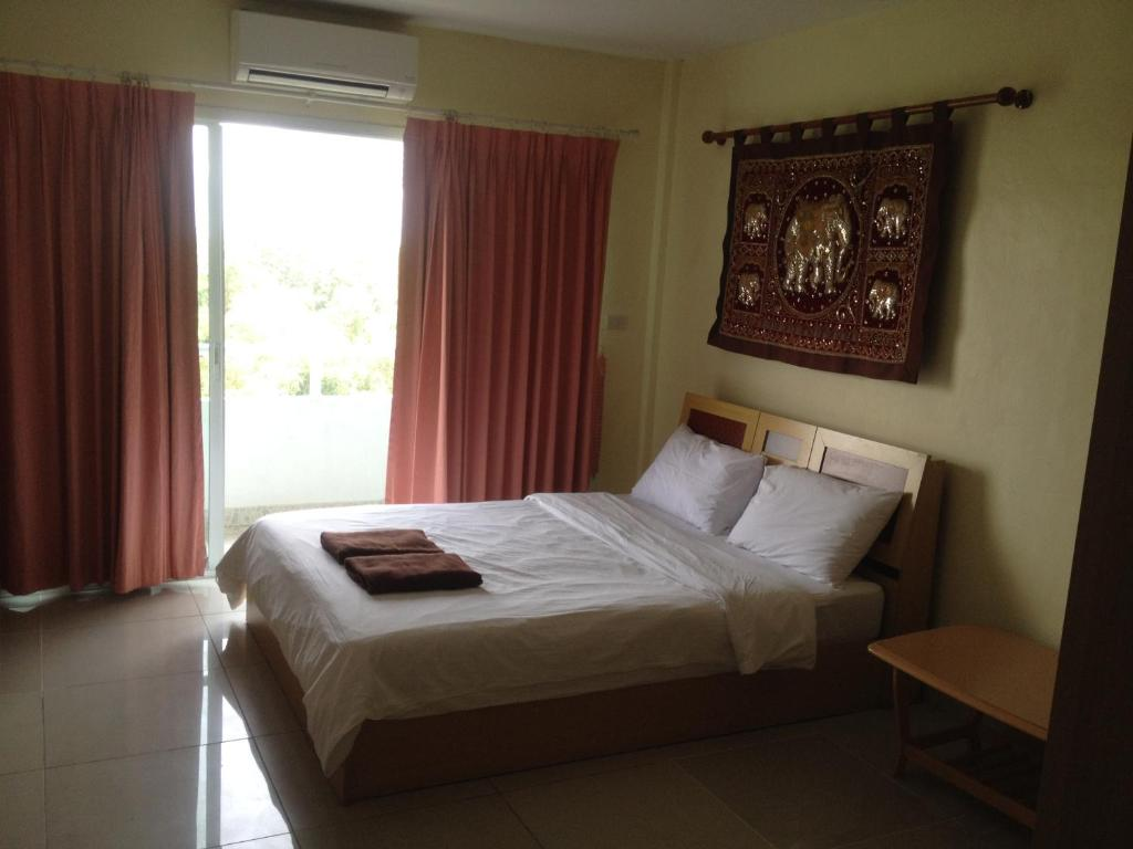 A bed or beds in a room at Jomtien Hostel