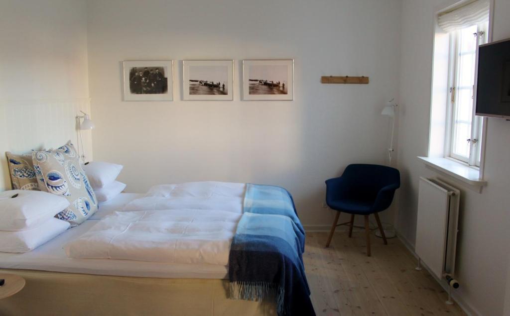 En eller flere senge i et værelse på Ruths Hotel