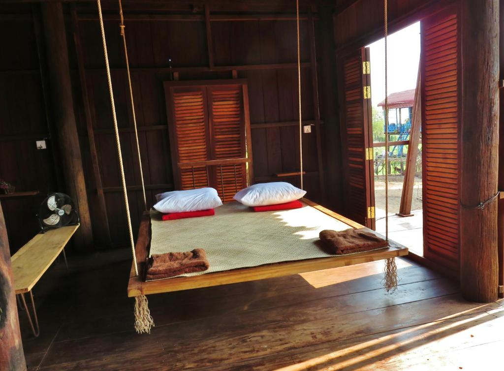A bed or beds in a room at ST 63 Home Stay & Tour Kampong Khleang
