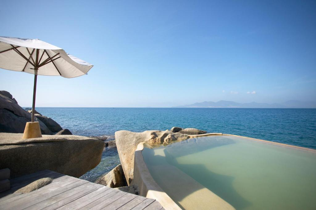 Biệt thự trên Phiến đá với Hồ bơi
