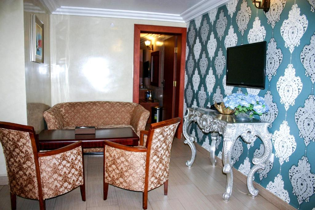 A television and/or entertainment center at Petrus Hotels Royale
