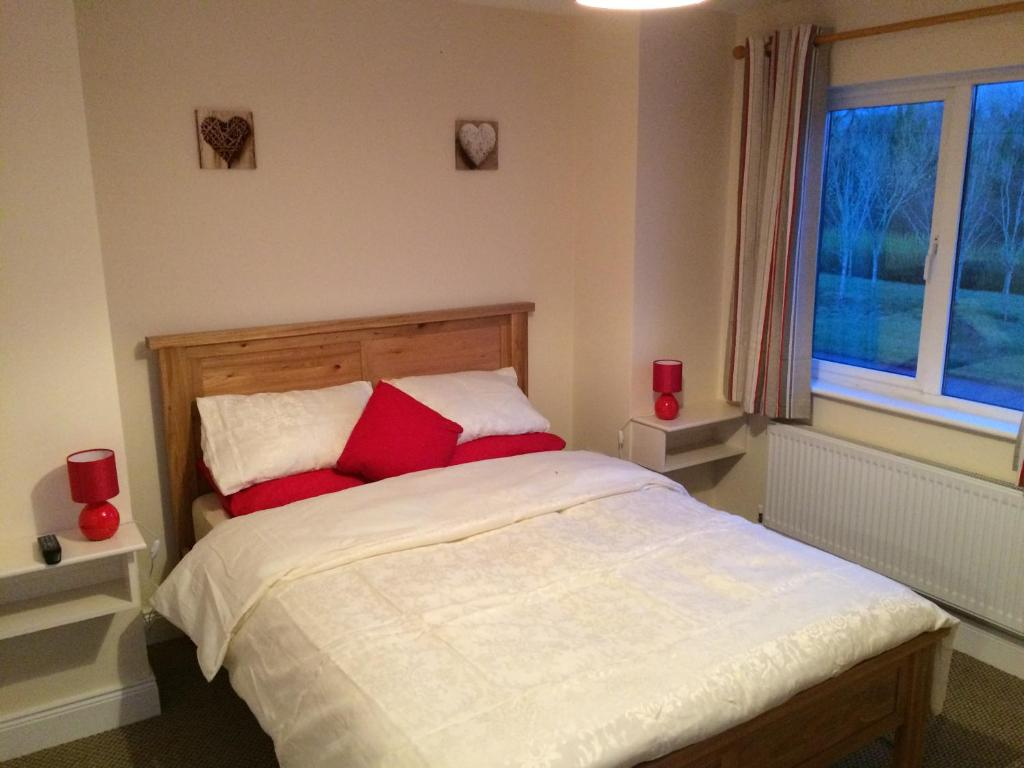 Hotels in Ballymote. Book your hotel now! - uselesspenguin.co.uk