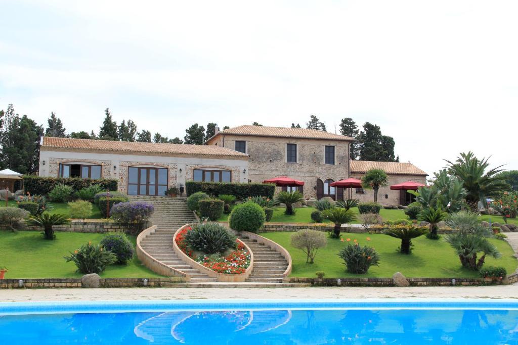 Бассейн в Villaggio Dolomiti Sul Mare или поблизости