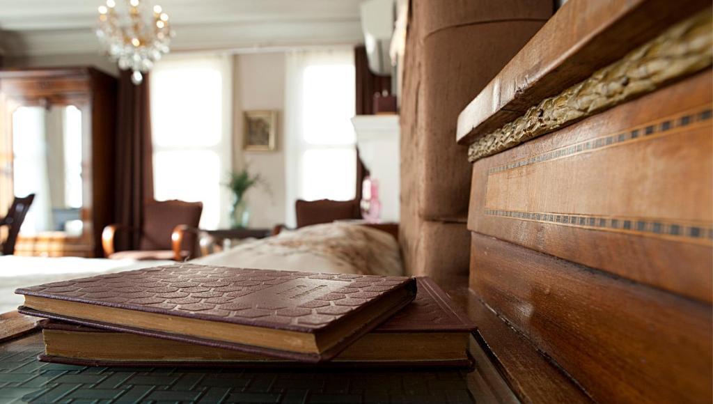 سرير أو أسرّة في غرفة في فندق كيتابيفي