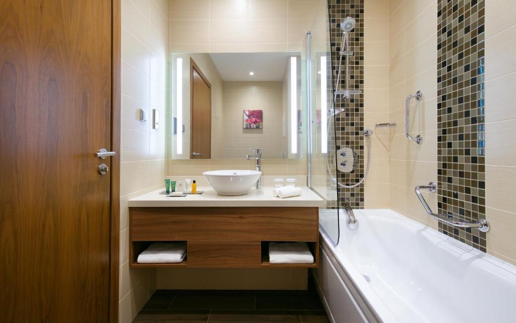 Ванная комната в Hilton Garden Inn Volgograd