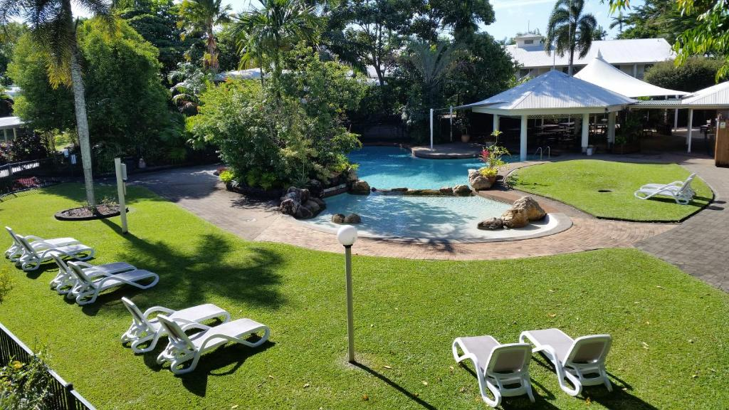 A view of the pool at Cairns Gateway Resort or nearby