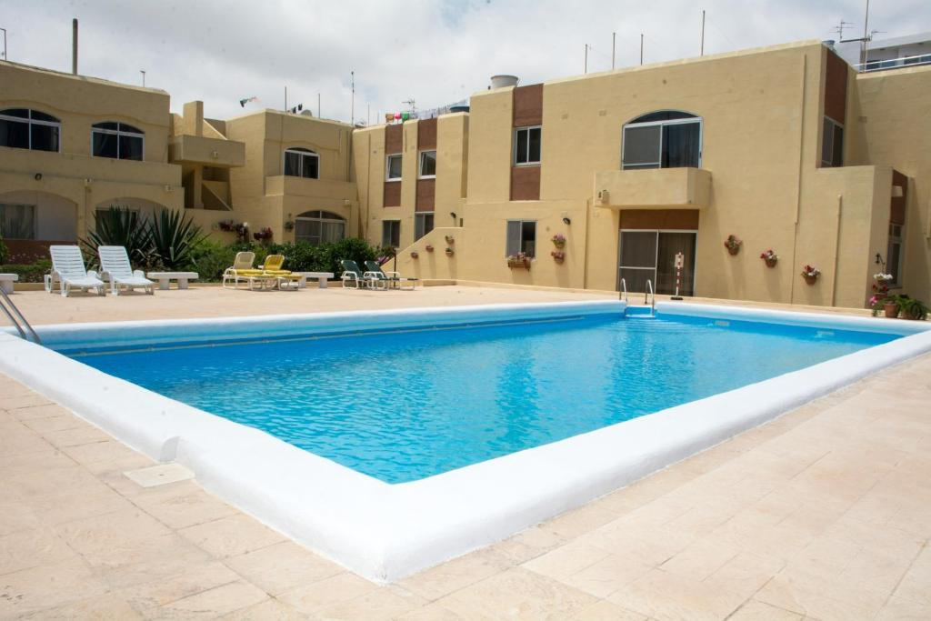 The swimming pool at or near Aragon Apartment