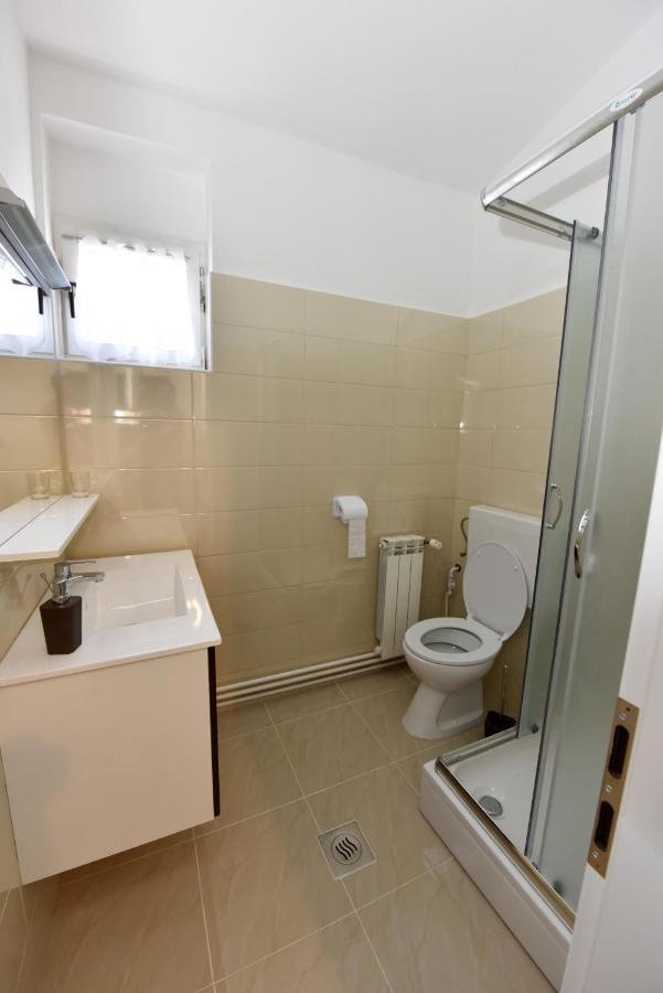 Brzinsko druženje u kupaonici