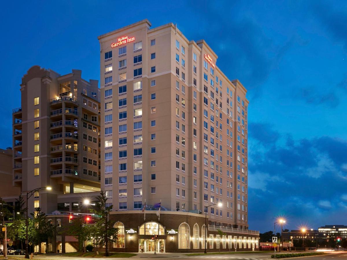 Отель  Hilton Garden Inn Charlotte Uptown