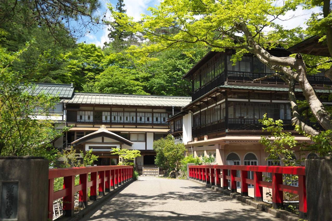 記念日におすすめのホテル・積善館 佳松亭・山荘の写真1