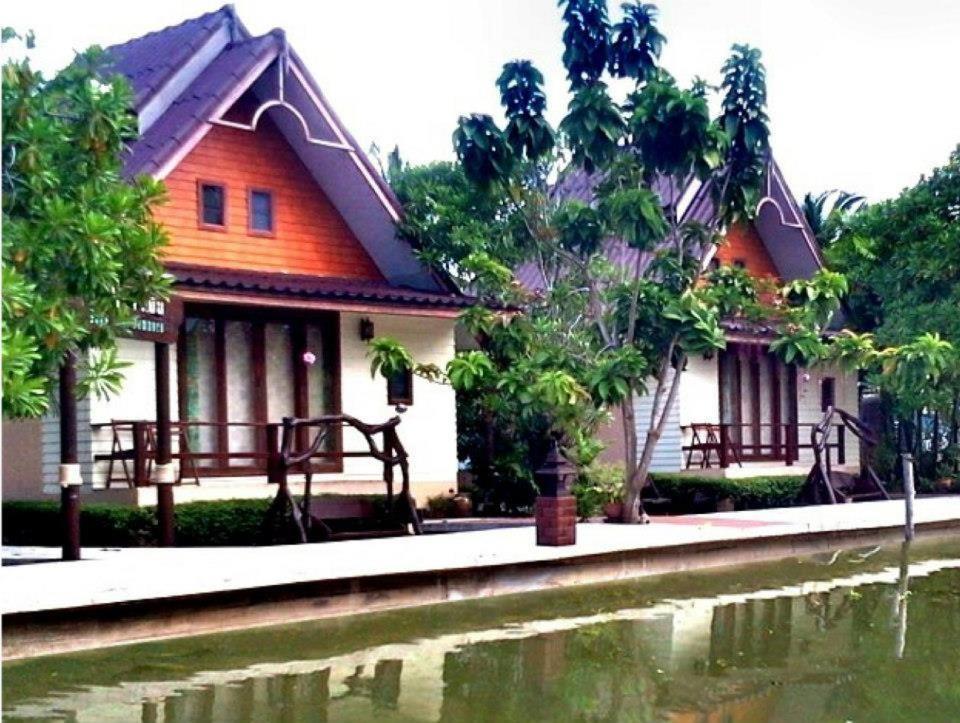 Курортный отель  Baan Thai Damnoen Canal House