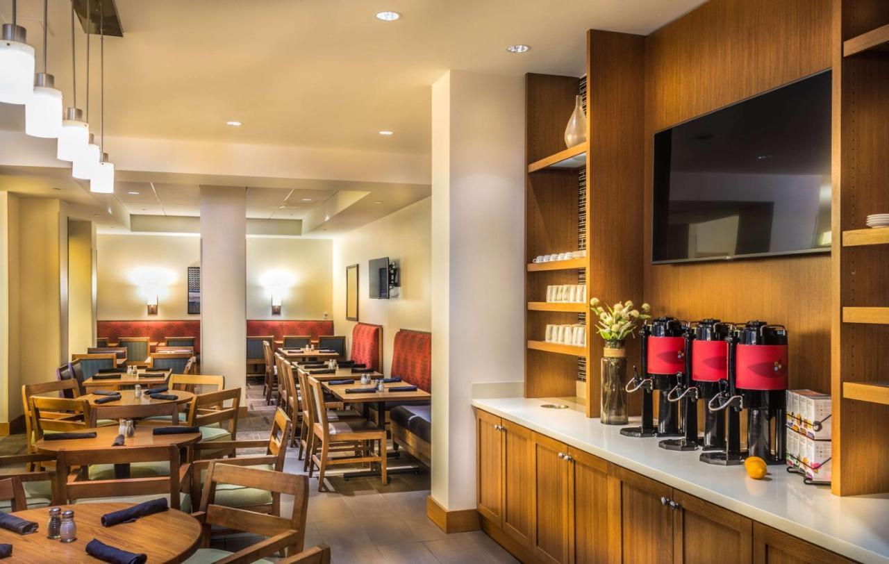 Restaurant ou autre lieu de restauration dans l'établissement Hyatt Place Washington DC/White House