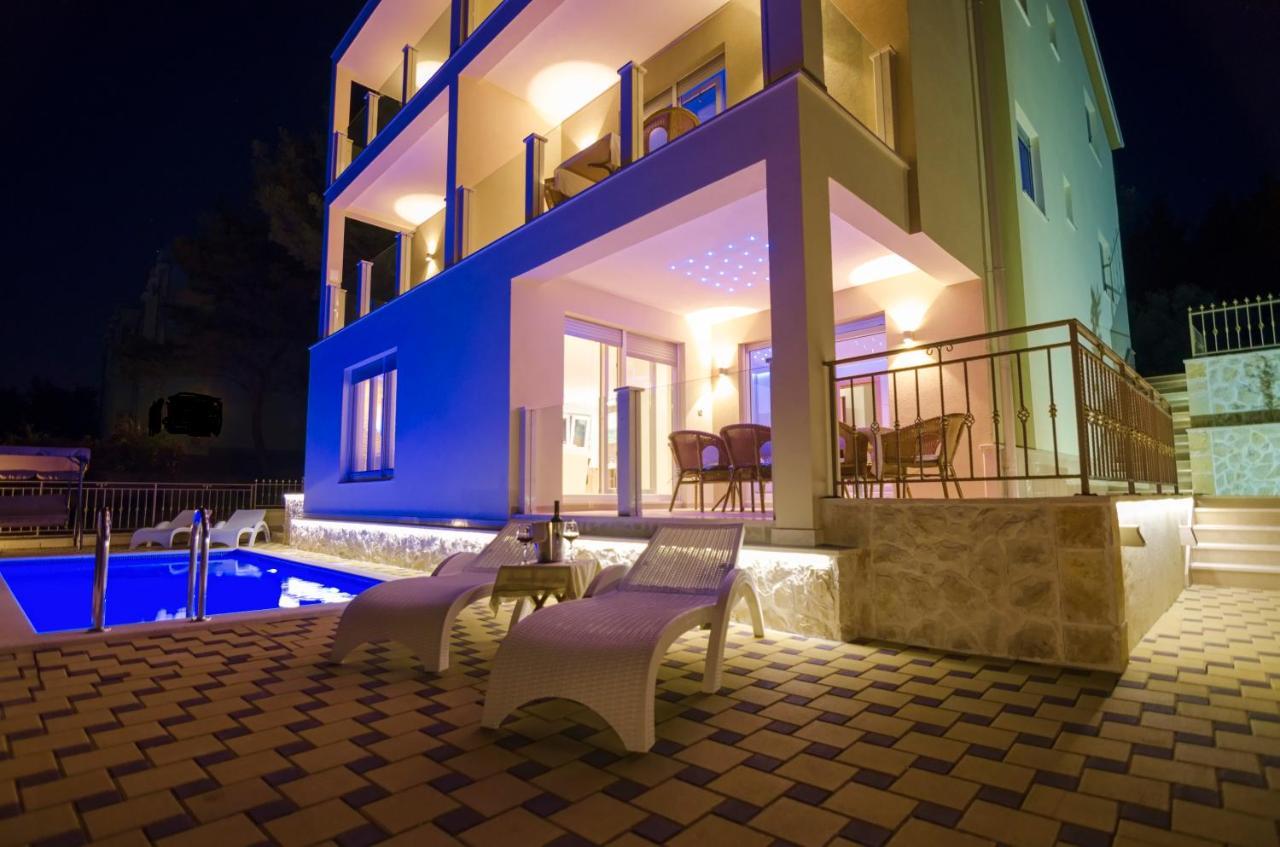 Luxury Villa Star Lights Heated