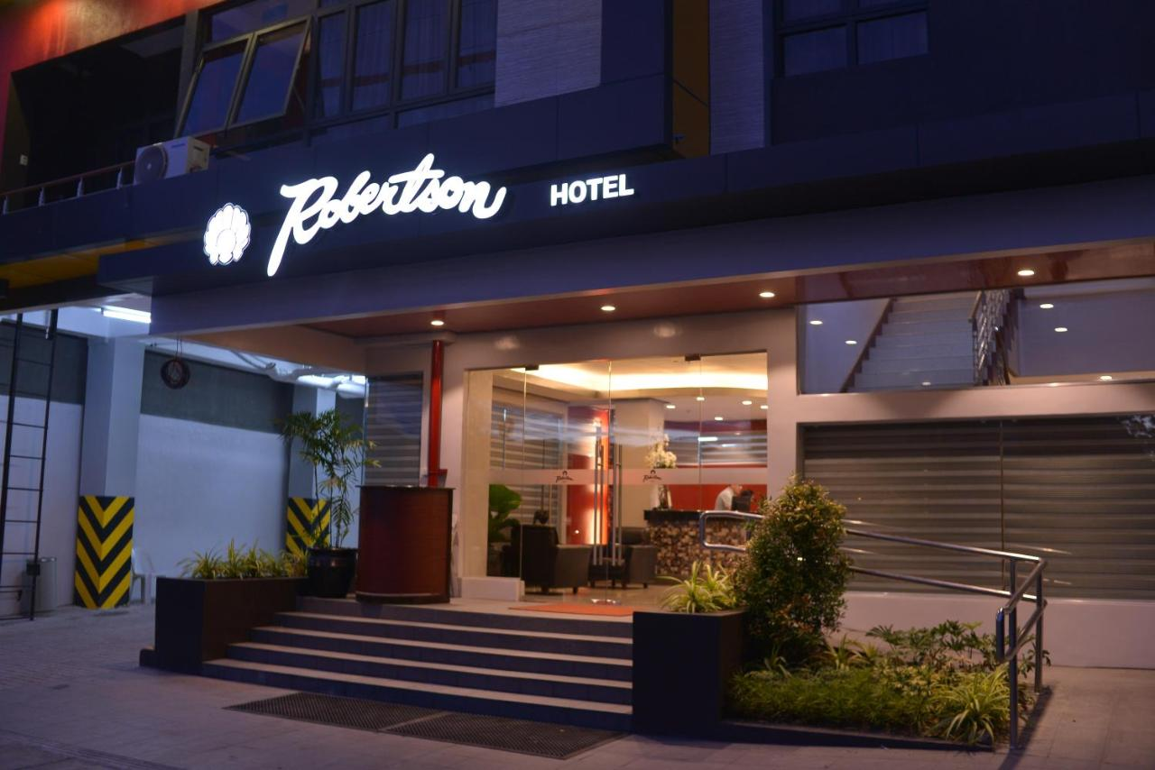 Отель  Robertson Hotel