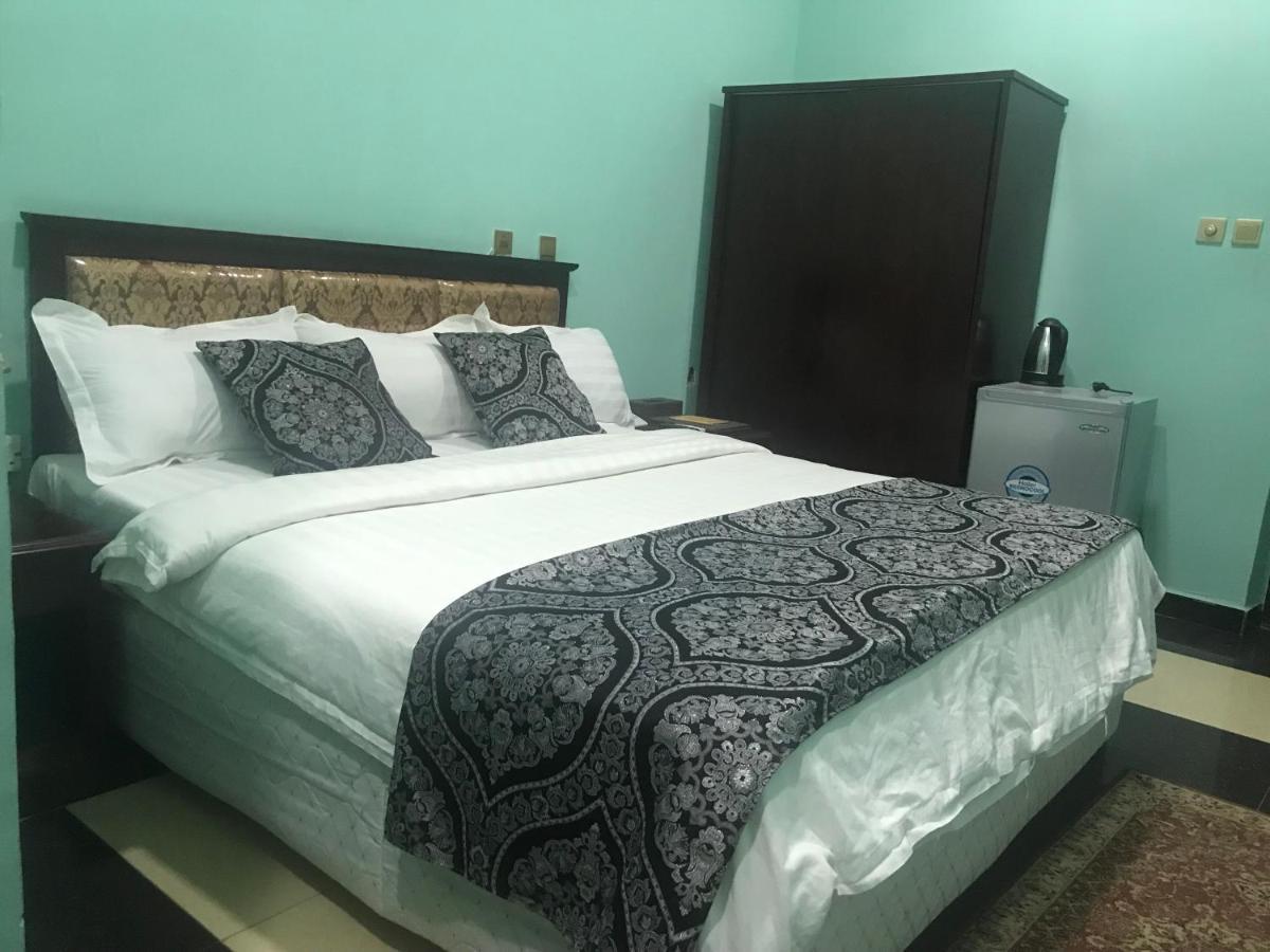 Отель  Отель  Kaura Hotel And Suites