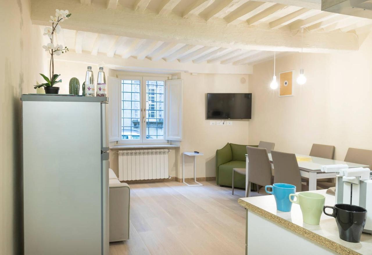 Posizione Divano E Tv apartment altido via della rosa, lucca, italy - booking