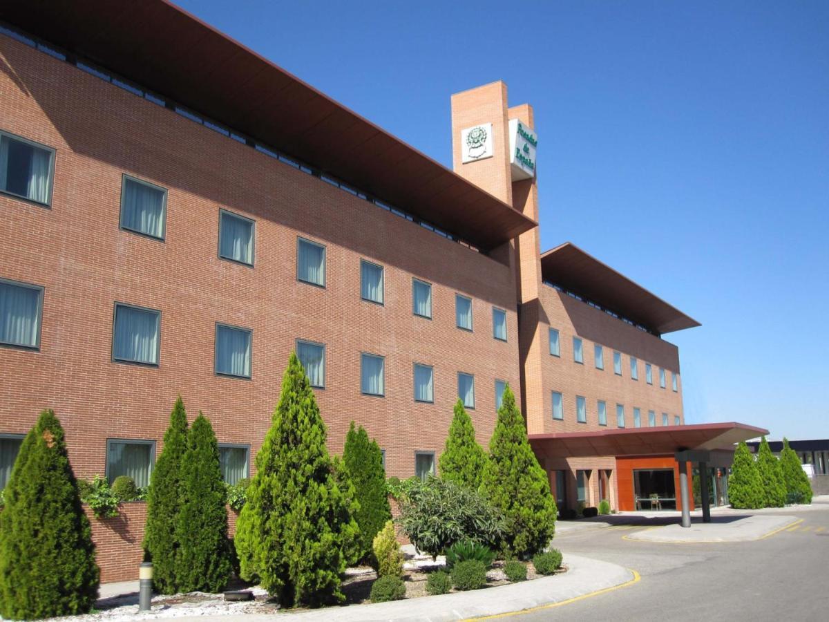 Отель  Posadas De España Pinto
