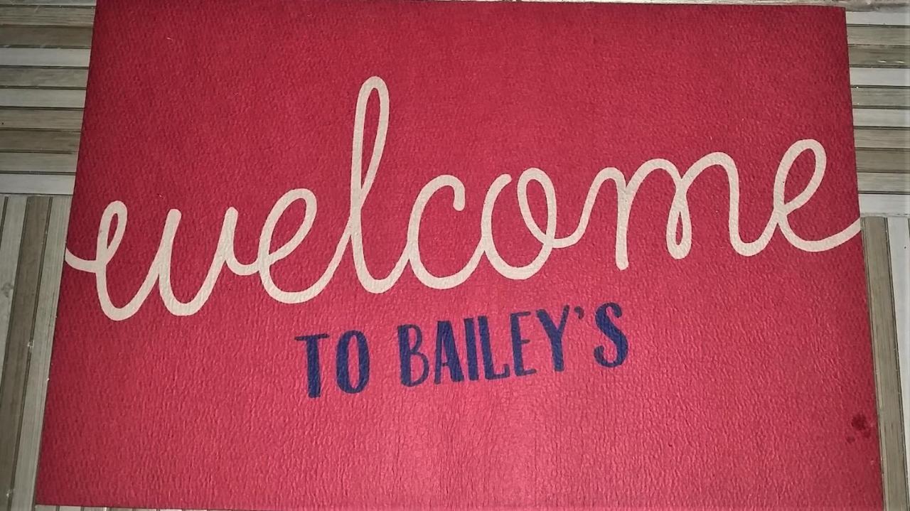 هتل Bailey's Bed and Breakfast