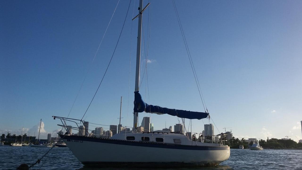 Ботель  Classic Sailboat 30'