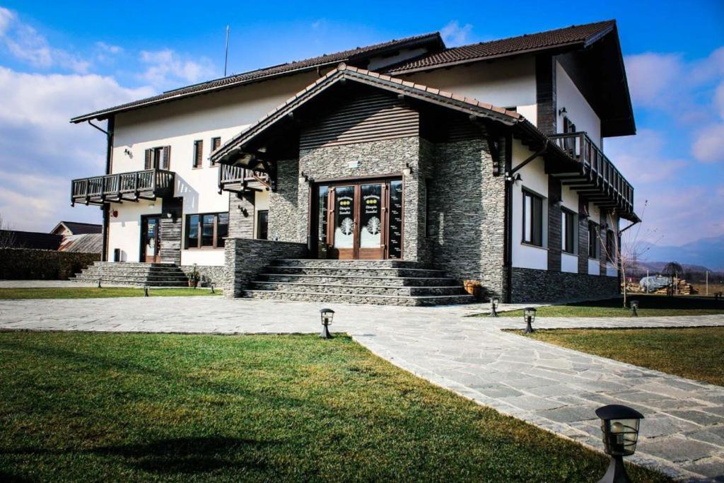 mai tarziu jumătate de preț destul de dragut Pensiunea Câmpia Soarelui, Apa Neagră, Romania - Booking.com