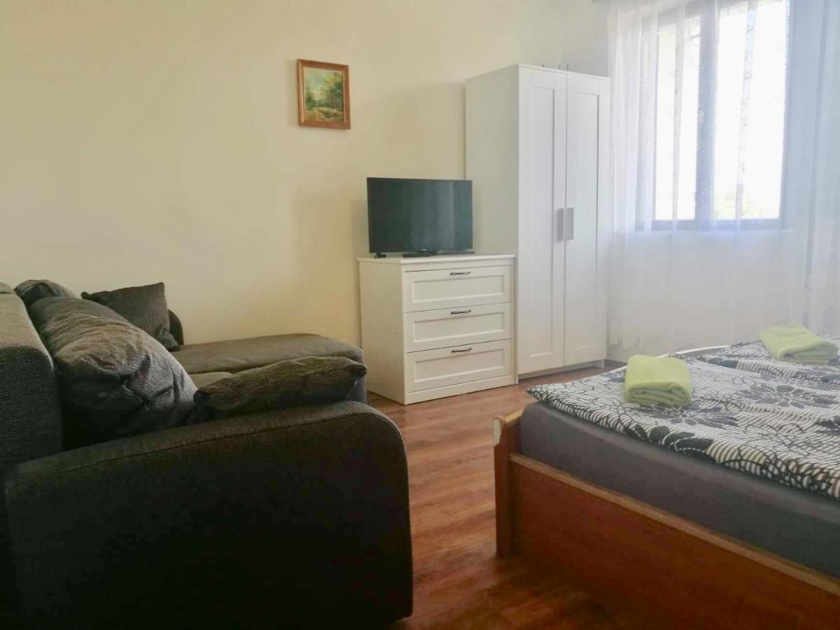 Ein Bett oder Betten in einem Zimmer der Unterkunft Szent Orbán Panzió