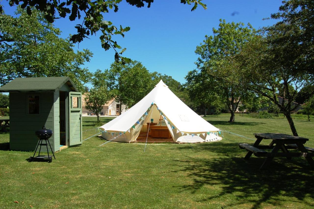Отель  Camping La Forêt De Tessé