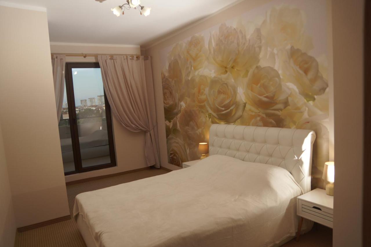 Апартаменты  Lazuren Briag Burgas Three Rooms Apartment