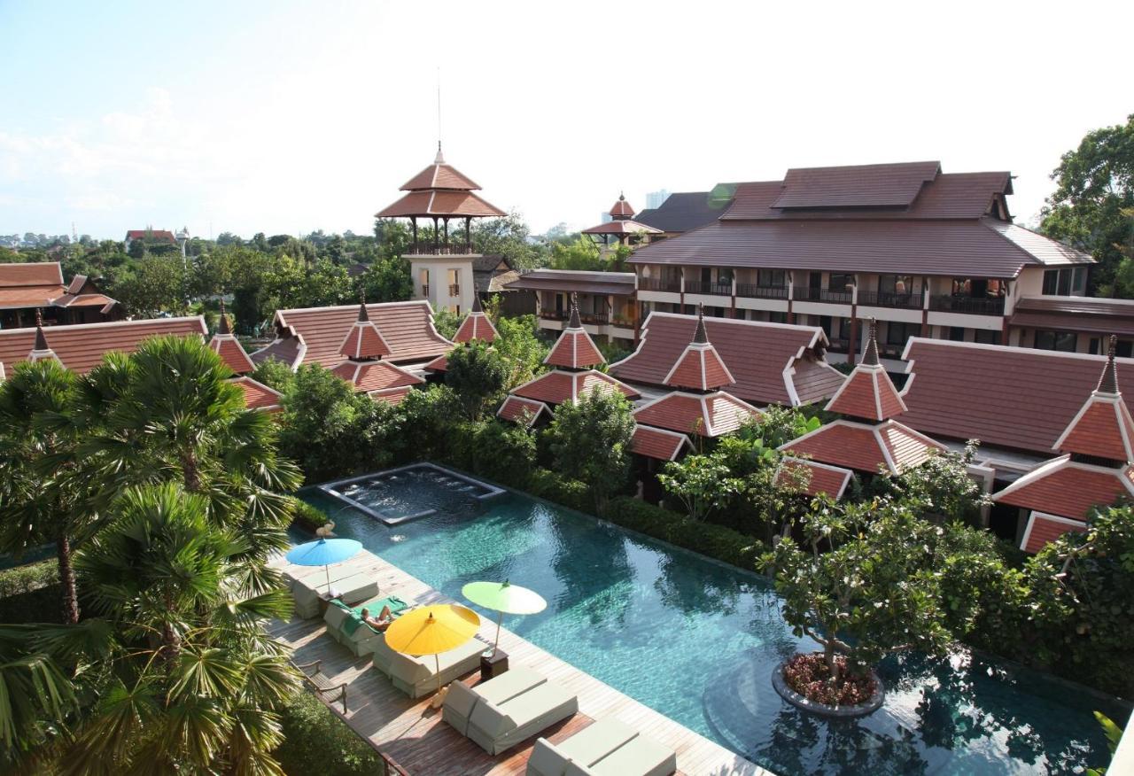 Uma vista da piscina em Siripanna Villa Resort, Chiang Mai ou nos arredores