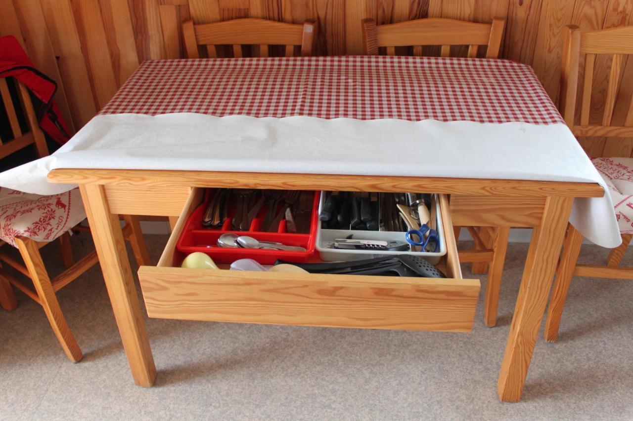 Table Pour Balcon Étroit apartment la source blanche, saint-jean montclar, france