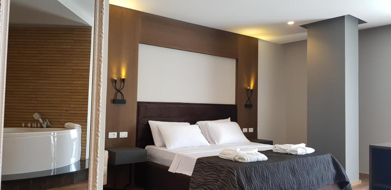 Ліжко або ліжка в номері Hotel Klajdi