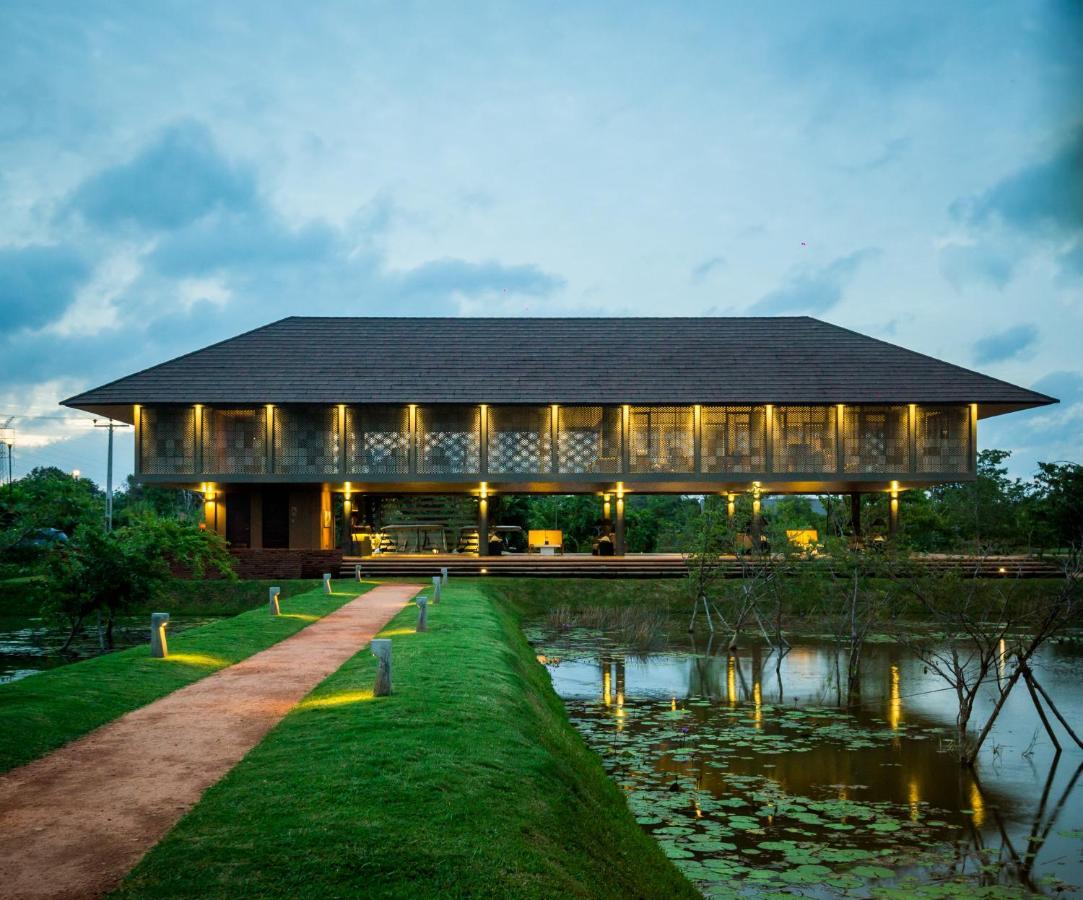 Фото  Курортный отель  Water Garden Sigiriya