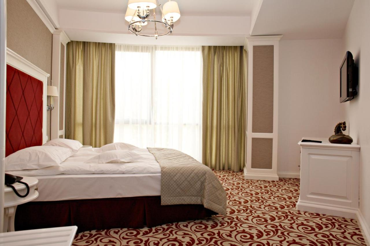 A bed or beds in a room at Hotel Bellaria