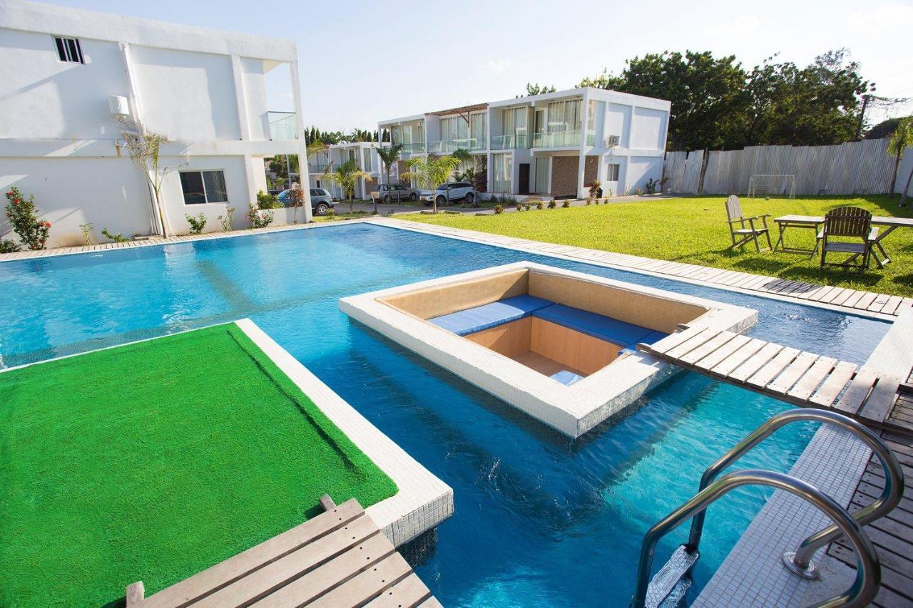 A piscina em ou perto de Azure Villas