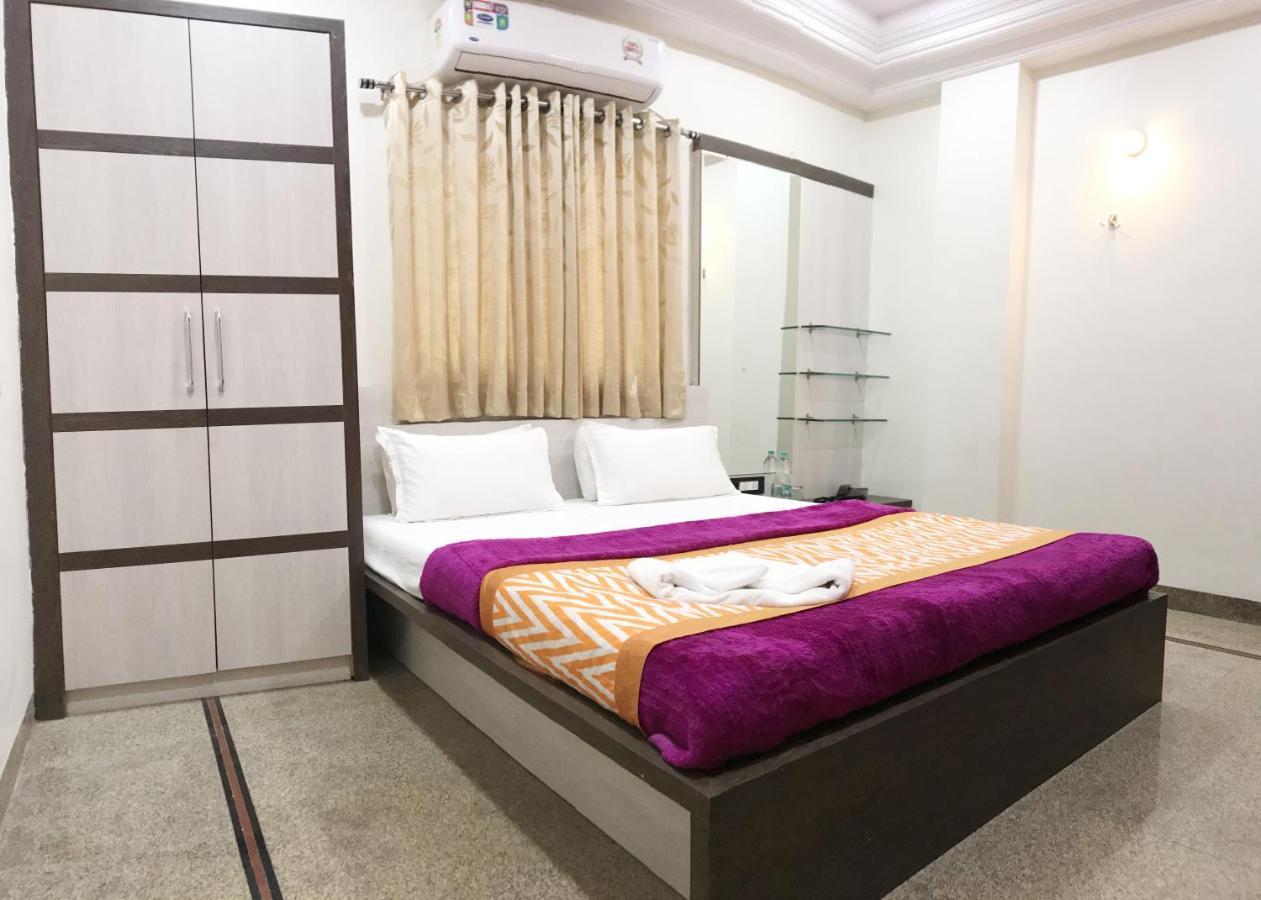 Отель  Hotel Chhaya- Foreign Guest Only