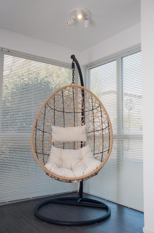 Funny Relax Hangstoel Wit.Bed Beach 023 Bungalow Zandvoort Netherlands Booking Com