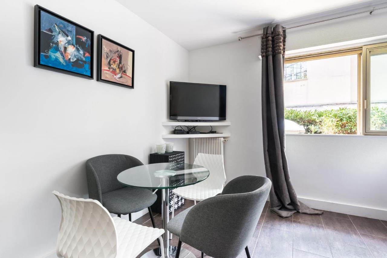 Comment Rouler Les Serviettes De Bain apartment artois studio, paris, france - booking