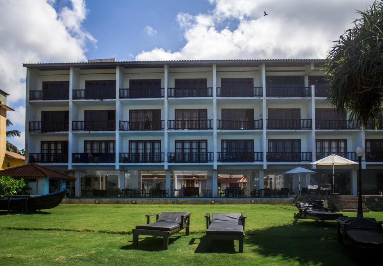 Отель  Serendib Beach Hotel