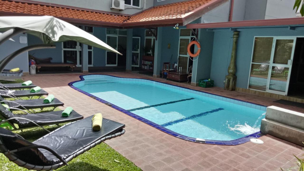 Отель типа «постель и завтрак»  Palms Villa