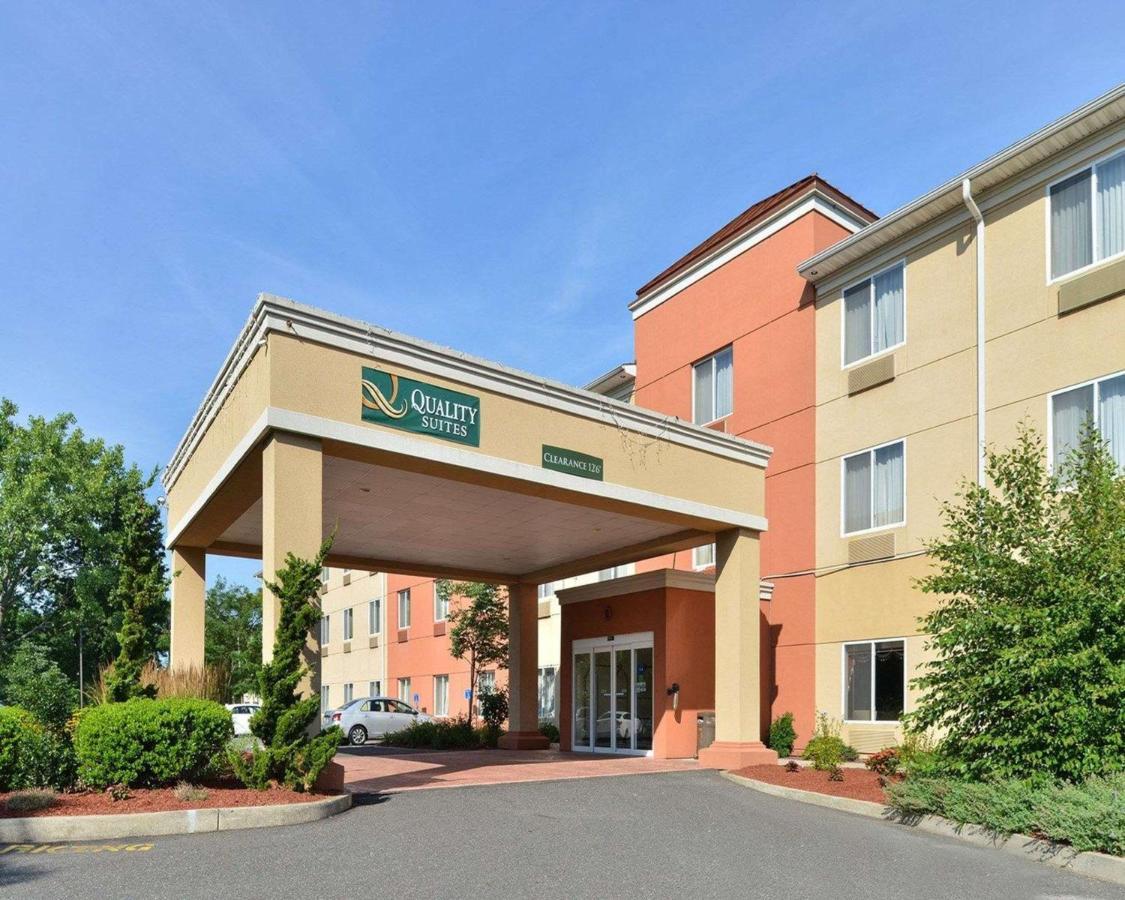 Отель  Quality Suites Stratford