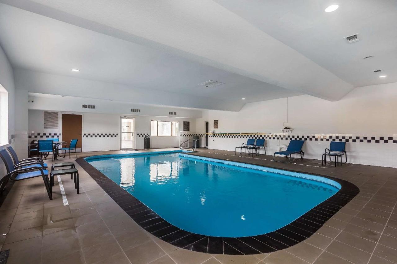 Отель  Отель  Comfort Inn & Suites Crystal Inn Sportsplex Gulfport