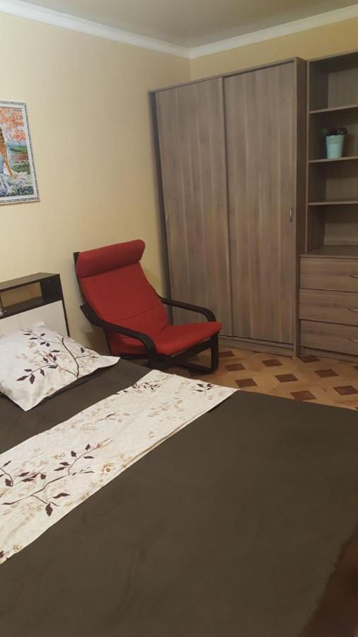 Апартаменты  Однушка с красным душем