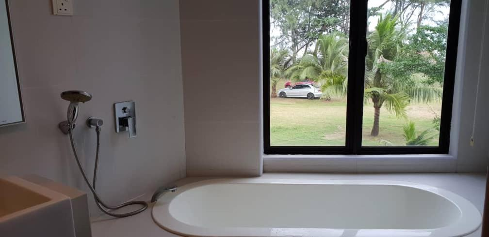 Samsuria Apartment - Beach View Master Bedroom Preview ...