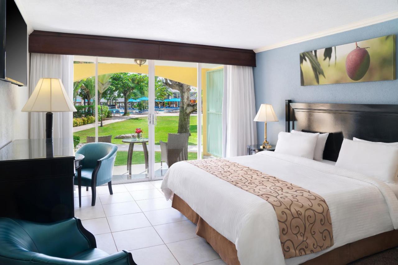 هتل Jewel Runaway Bay Beach Resort & Waterpark