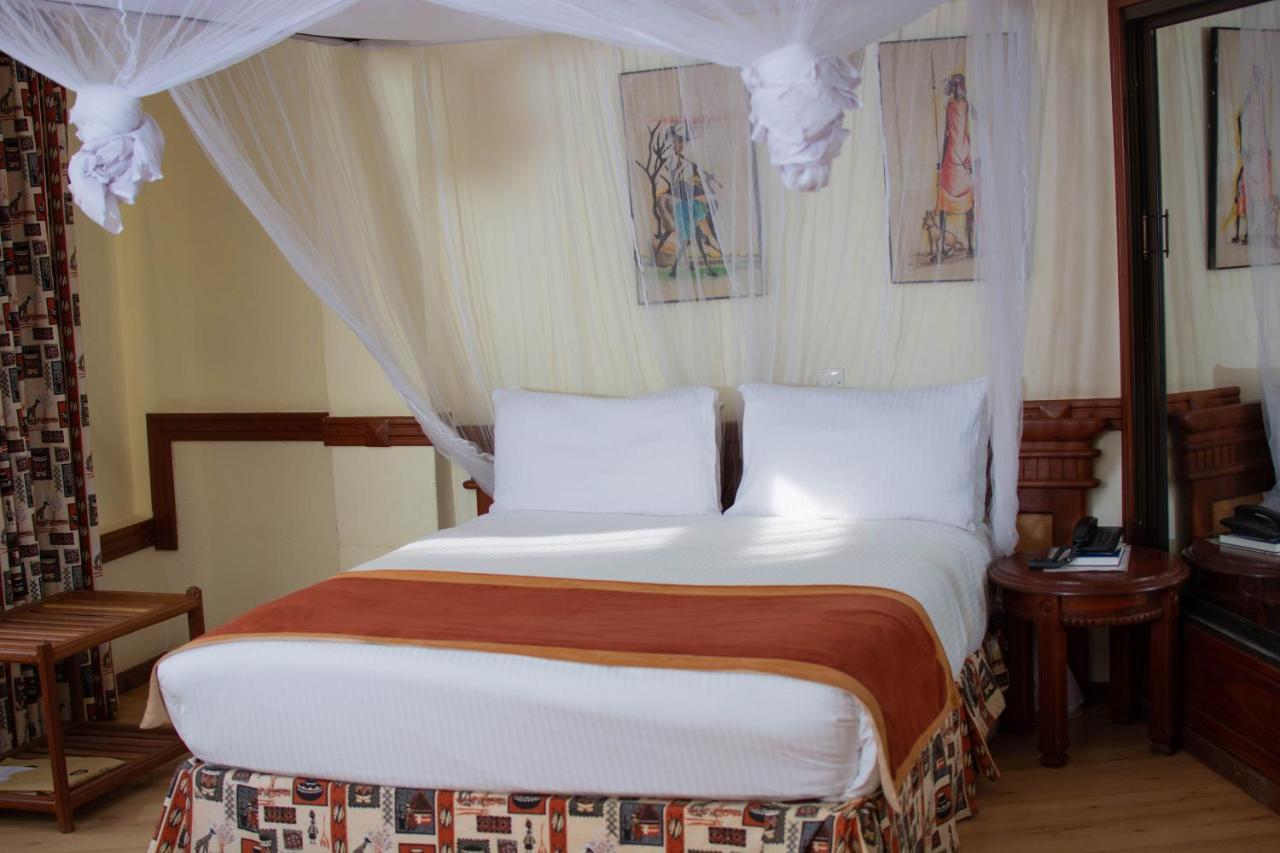Uma cama ou camas num quarto em Impala Hotel Arusha