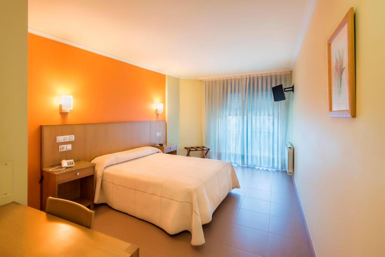Отель  Hotel O Cruceiro